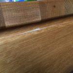 Holzmehl auf dem Tisch