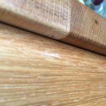 Holzwurmloch im Tisch